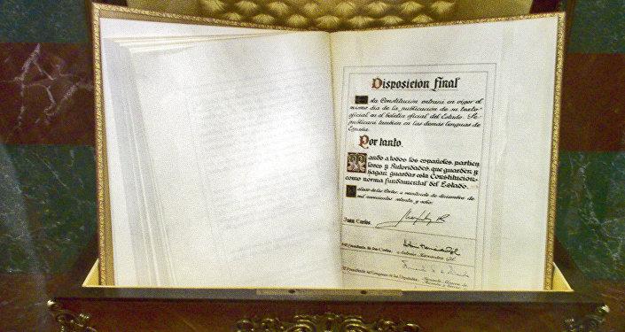 Ejemplar de la constitución española de 1978 en el Congreso (imagen referencial)