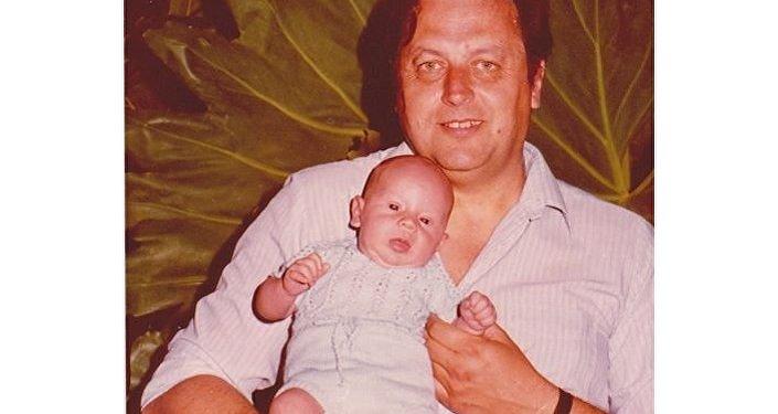 Vladimir Roslik con su hijo Valery en brazos
