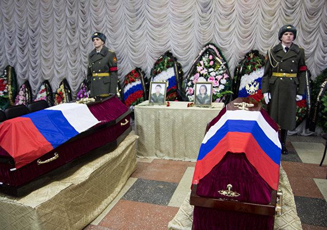 La ceremonia de despedida a Galina Mijáilova y Nadezhda Durachenko, médicas militares que murieron en el bombardeo del hospital de campaña ruso en Alepo