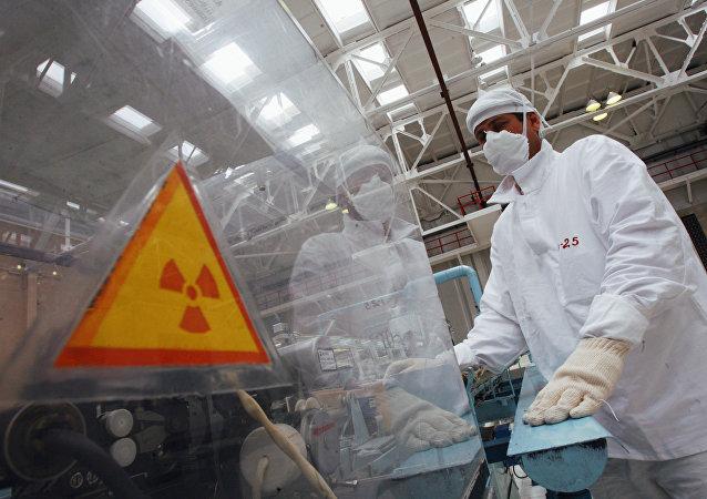 Línea de anodizado de elementos combustibles para reactores nucleares