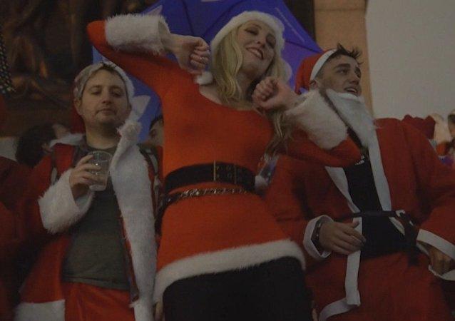 La gran borrachera de cientos de Papás y Mamás Noel en Londres