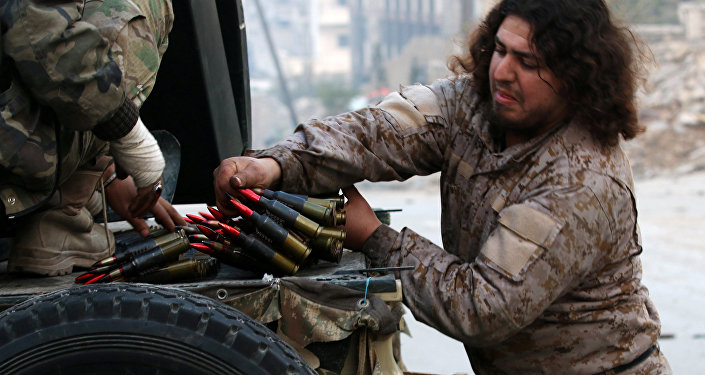 Un soldado del Ejército Libre Sirio con municiones (imagen referencial)