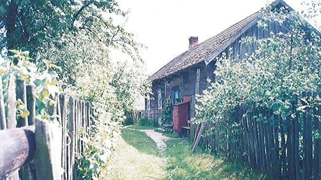 La primera casa de la familia Starpko en Droguichin (foto de 1995)