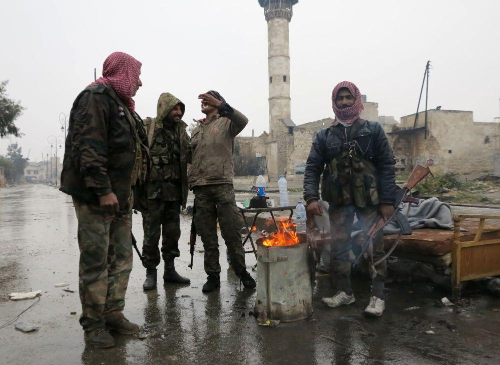Un grupo de militares, en las zonas liberadas de Alepo
