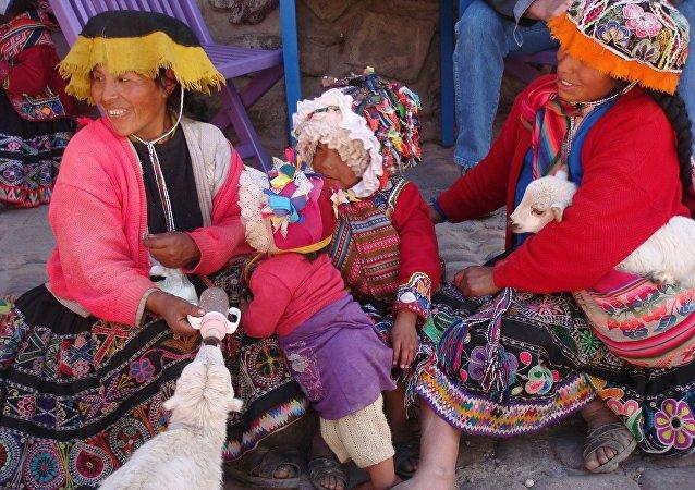 Mujeres y niñas quechua en Cusco, Perú