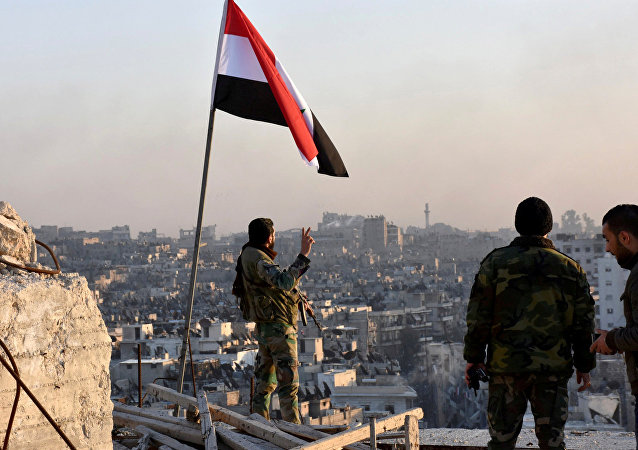 Fuerzas gubernamentales establecen la bandera de Siria en el este de Alepo (archivo)