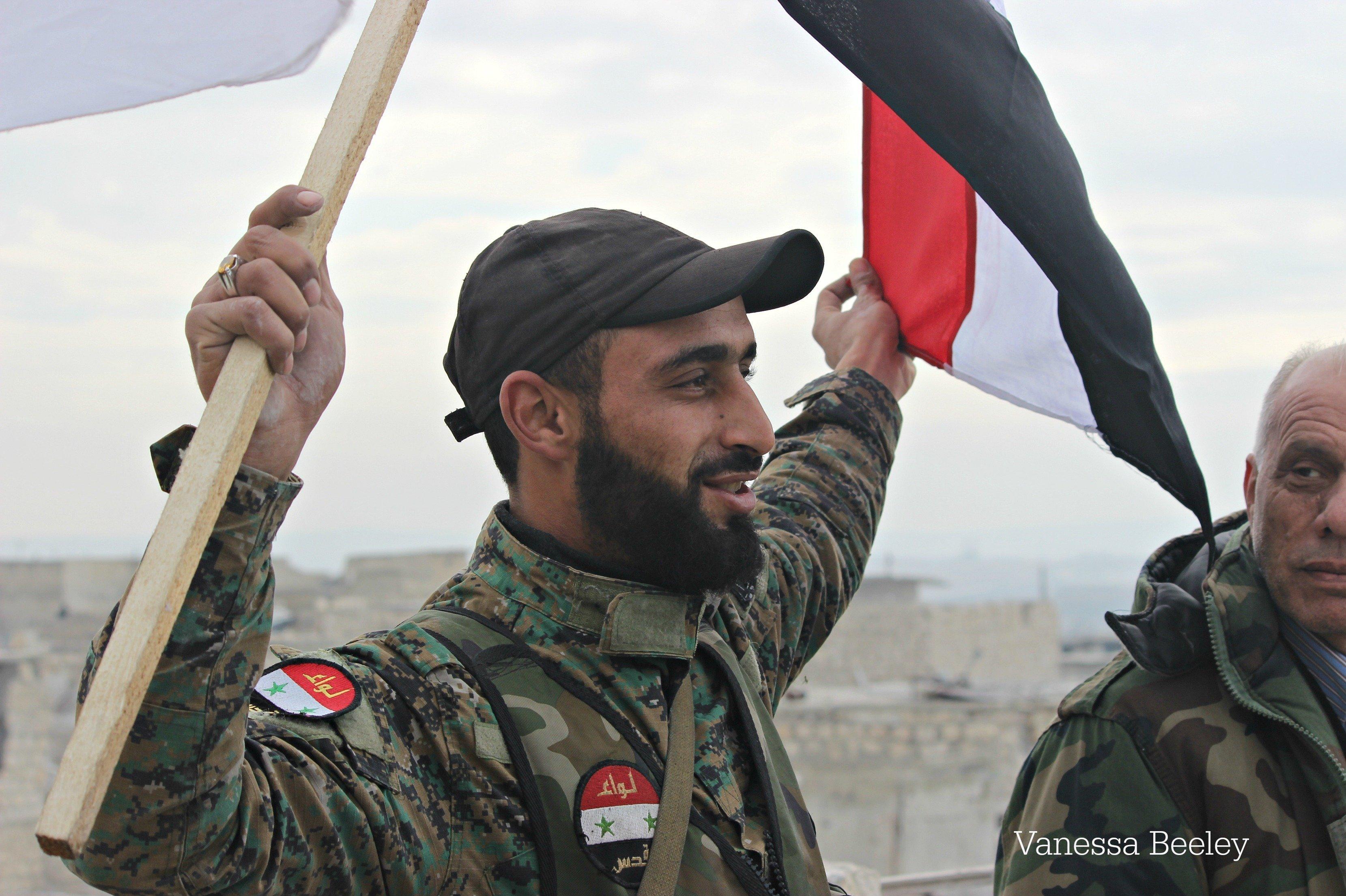 Soldado del Ejército sirio, celebrando la liberación de Alepo del este.