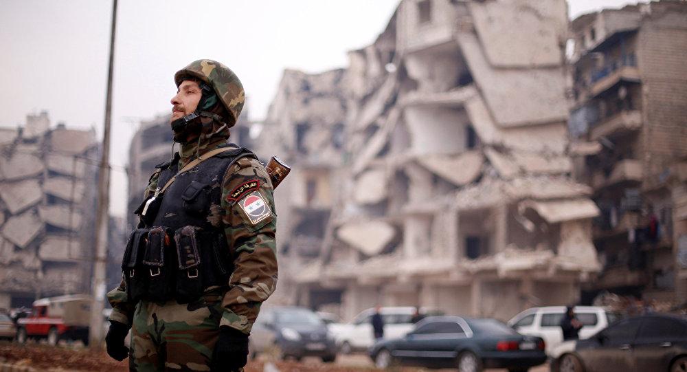 Soldado del Ejército sirio en el barrio de Salaheddine, Alepo, 16 de diciembre de 2016