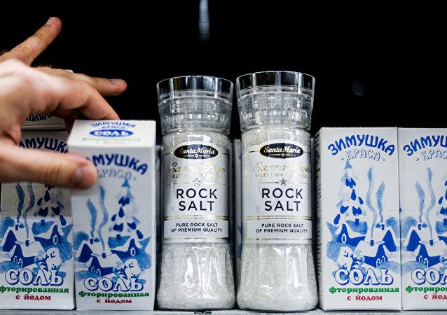 Россия распространила продовольственное эмбарго на соль