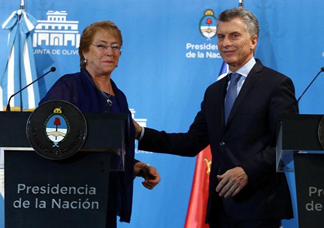 Mauricio Macri, presidente de Argentina, y Michelle Bachelet, presidenta de Chile (archivo)