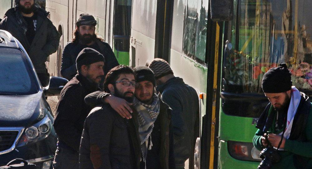 La salida de combatientes y sus familiares de Alepo oriental