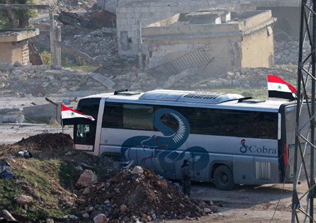 La evacuación de combatientes y sus familiares del este de Alepo