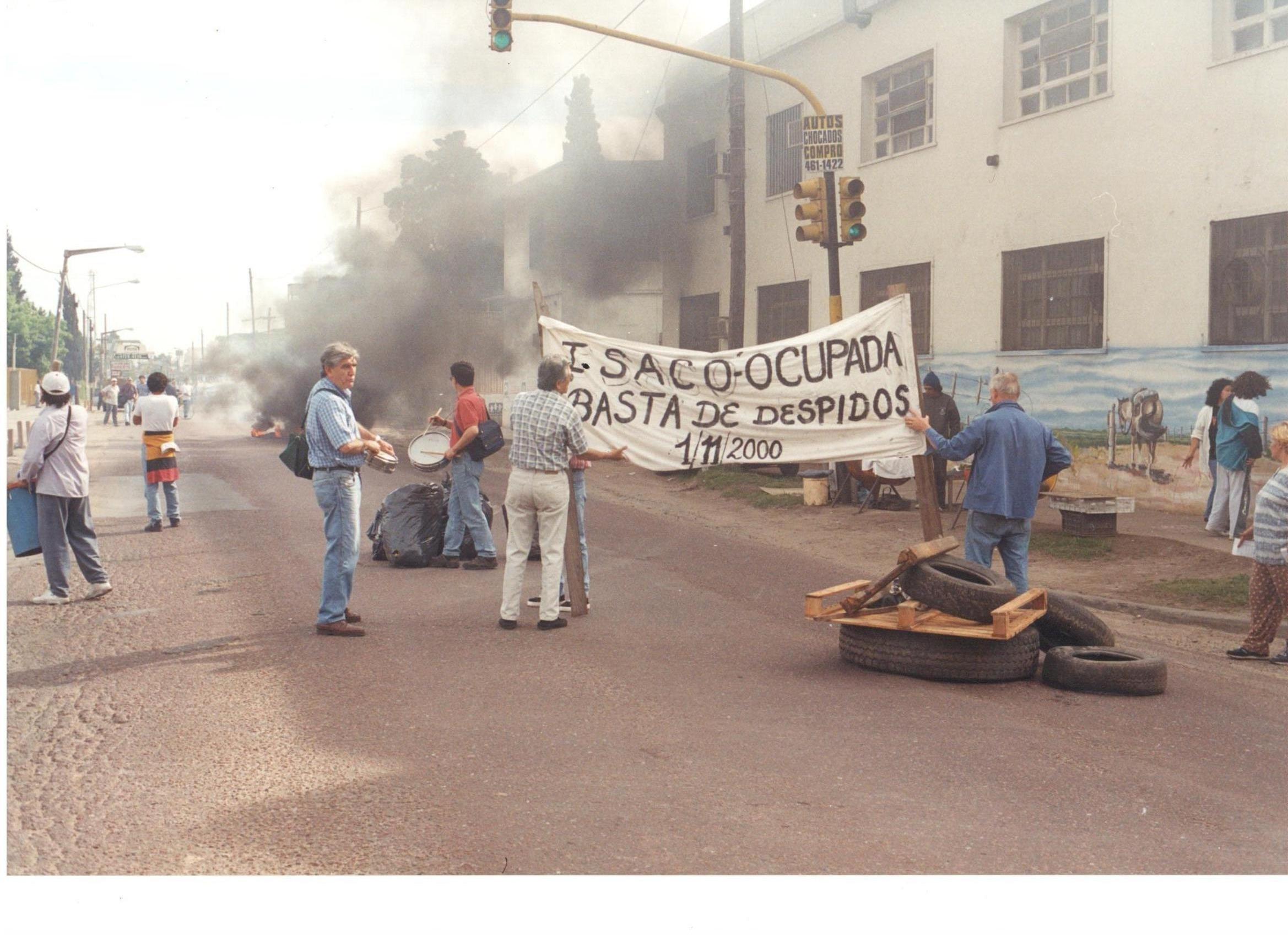 Trabajadores de la cooperativa 19 de Diciembre durante la protesta por despidos