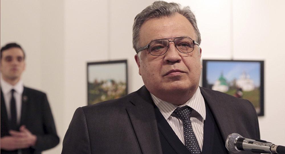 El embajador ruso en Ankara, Andréi Karlov, antes del ataque en el que fue asesinado