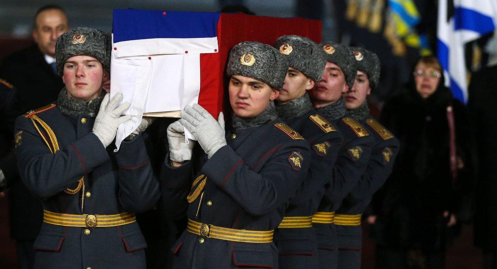 Lelegada del cuerpo del embajador ruso Andréi Kárlov a Moscú