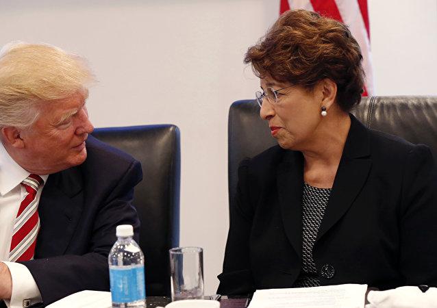 Donald Trump, presidente electo de EEUU, y Jovita Carranza, posible representante de la Oficina de Comercio de EEUU