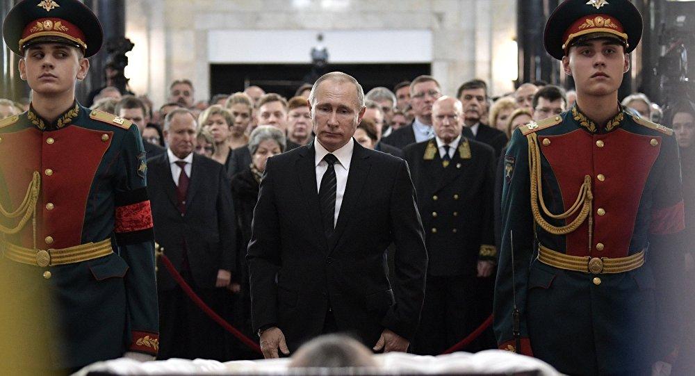 El presidente de Rusia, Vladímir Putin, asiste a los funerales de Andréi Kárlov, el embajador ruso asesinado en Ankara