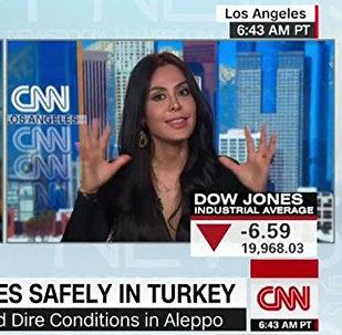 La cineasta boliviana Carla Ortiz da entrevista a la cadena CNN