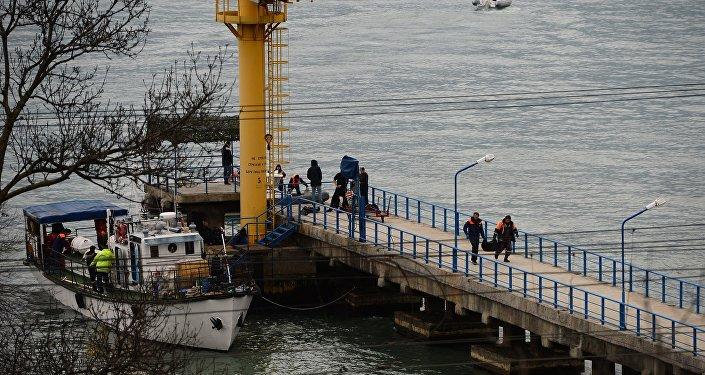 Los trabajos de búsqueda y rescate en el área del siniestro del avión Tu-154 del Ministerio de Defensa de Rusia