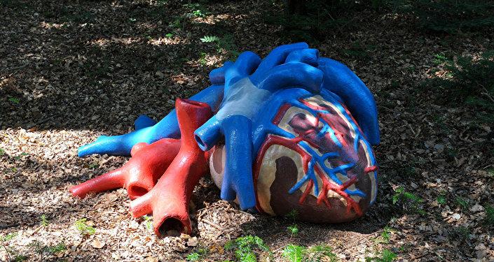 Una estatua de un corazón