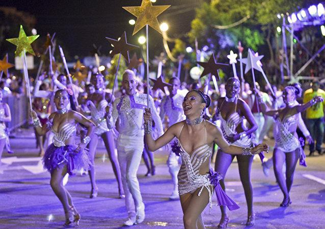 Bailarines de salsa durante la feria de la ciudad colombiana de Cali (archivo)
