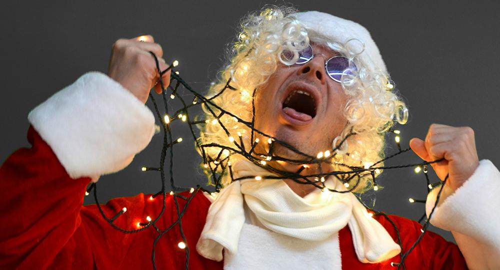 Un hombre disfrazado de Papá Noel