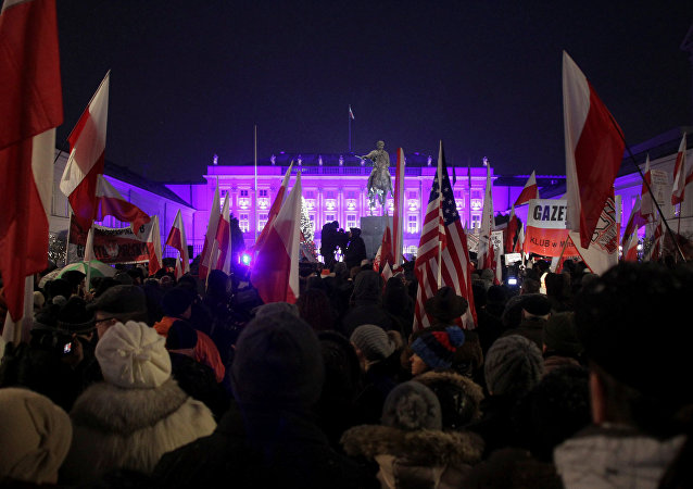 Manifestación progubernamental en Varsovia, Polonia
