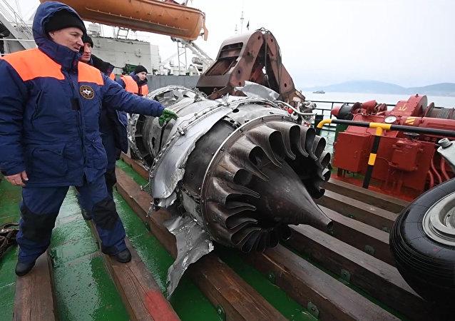Fragmentos del Tu-154 siniestrado encontrados en el mar Negro