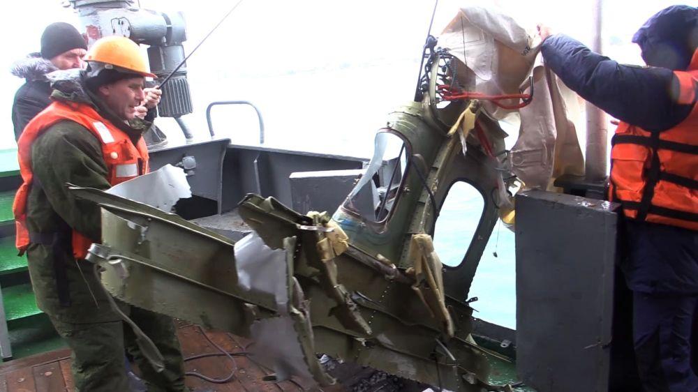 Los fragmentos del Tu-154 siniestrado en el mar Negro