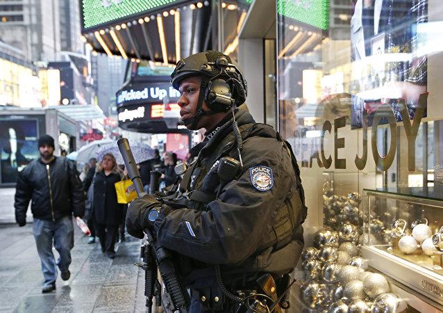 Agente de policía estadounidense en Times Square