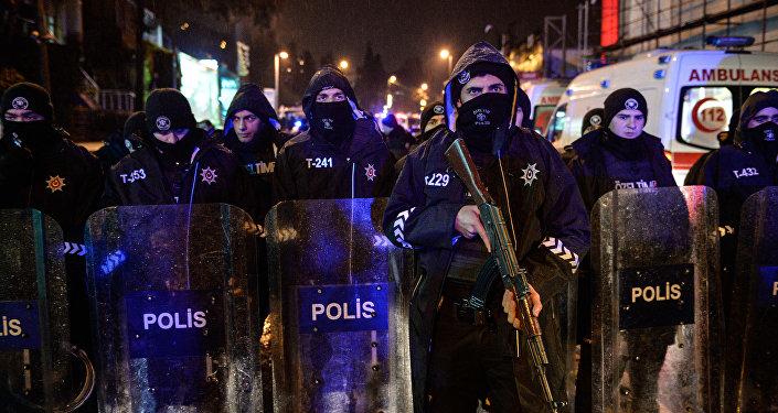 Policía de Estambul en el lugar del ataque