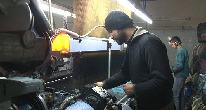 Vuelta a la vida: los trabajadores de Alepo retornan a sus fábricas tras años de combates