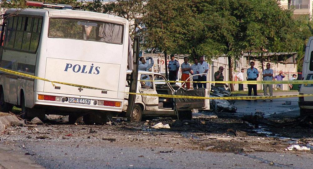 Explosión de coche de bomba en la ciudad turca de Esmirna