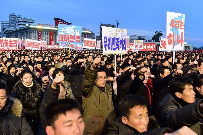 Mitin en apoyo al programa nuclear en Pyongyang