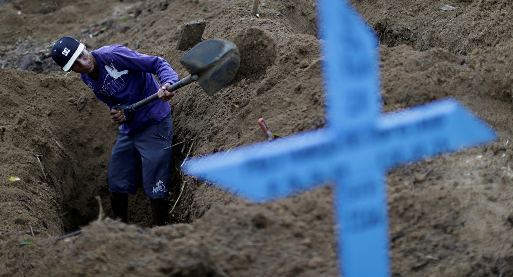 Las tumbas para las víctimas de un motín en la cárcel en Manaos
