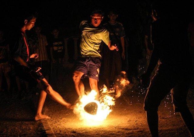 Fútbol fuego en Indonesia