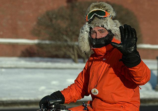 Uno de los participantes del II desfile ciclista de invierno de Moscú