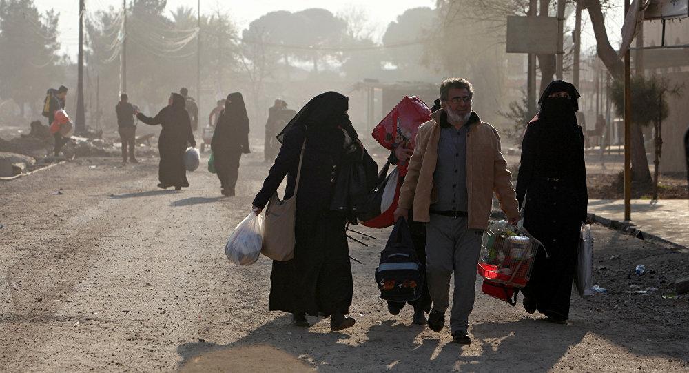 Habitantes de Mosul abandonan la ciudad
