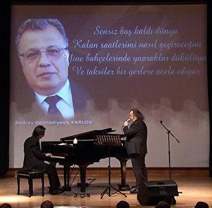 Ankara rinde homenaje al embajador ruso asesinado