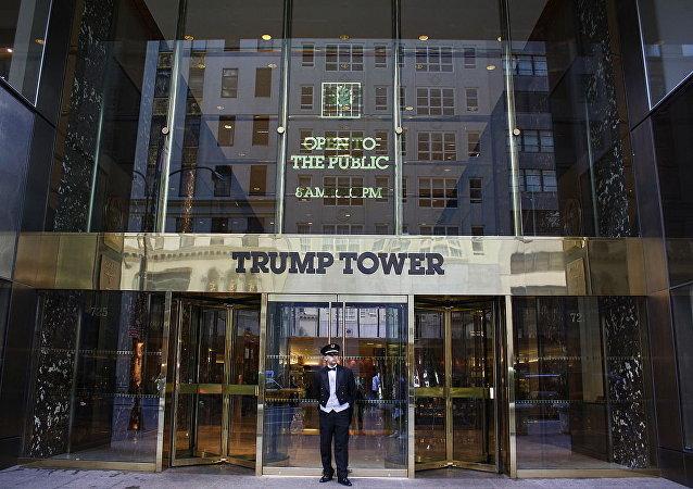 La entrada principal de Trump Tower