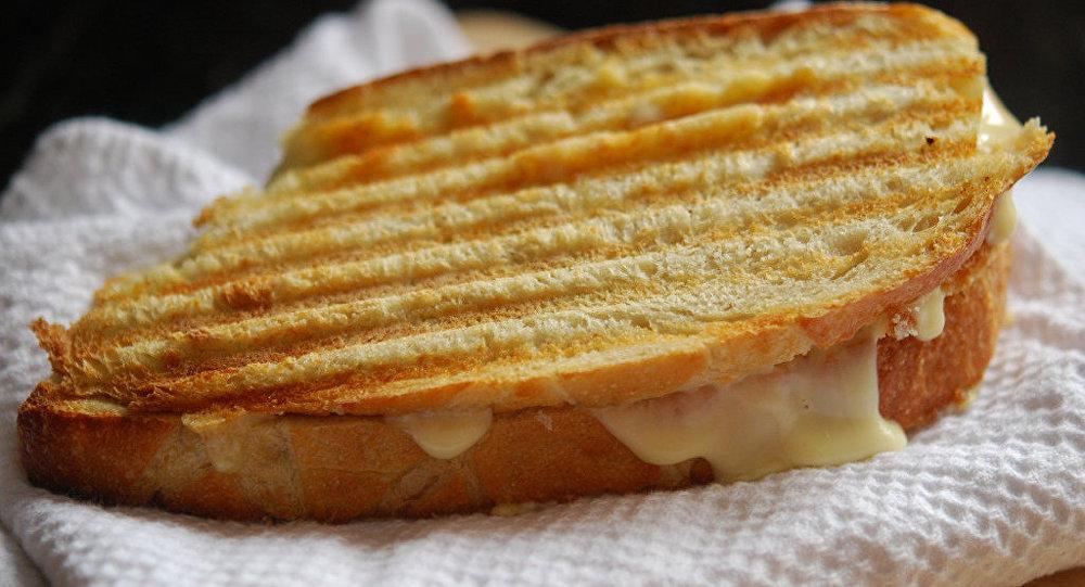 Sándwich tostado de queso