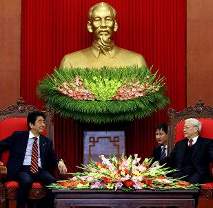 La reunión entre Zhinzo Abe, primer ministro japonés, y su homólogo vietnamita, Nguyen Xuan Phuc