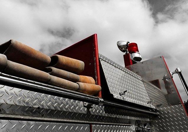 Un automóvil del servicio de incendios