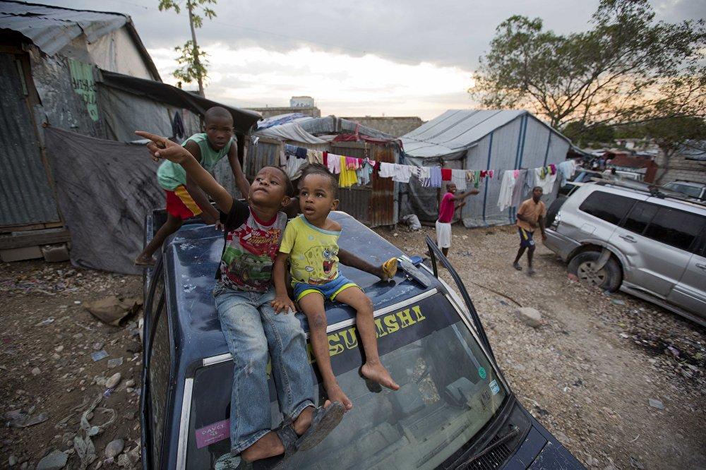 Niños en un campamento en Puerto Príncipe, Haití