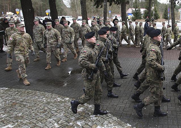 Ceremonia de bienvenida a las tropas estadounidenses en Polonia