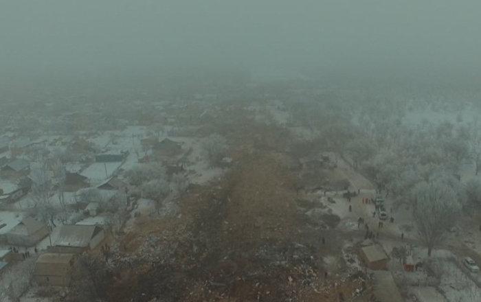 Un dron filma la pista de la muerte del avión caído cerca de Biskek