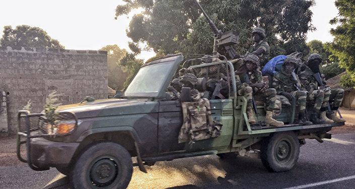 Soldados de Senegal en Gambia