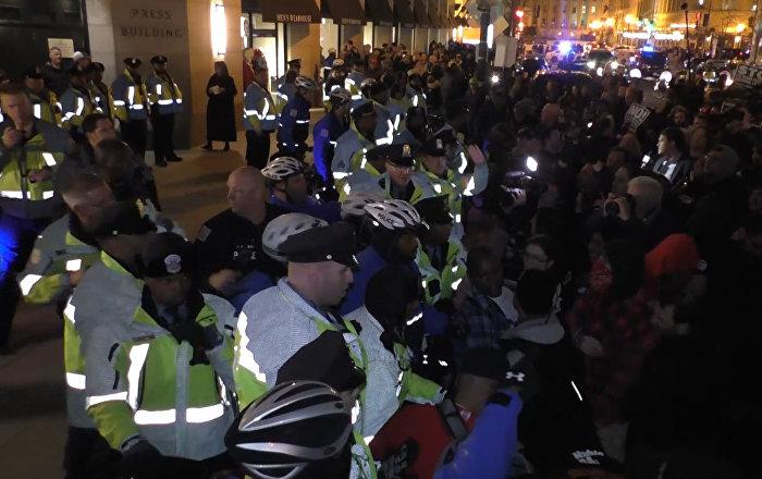 Washington: enfrentamientos entre la policía y los manifestantes anti-Trump