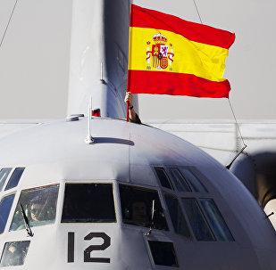 La bandera de España colocada en un avión