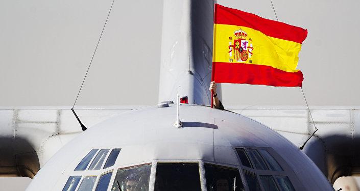 La bandera de España colocada en un avión (archivo)